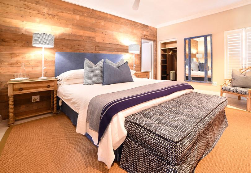 upstairs-luxury-suite-2